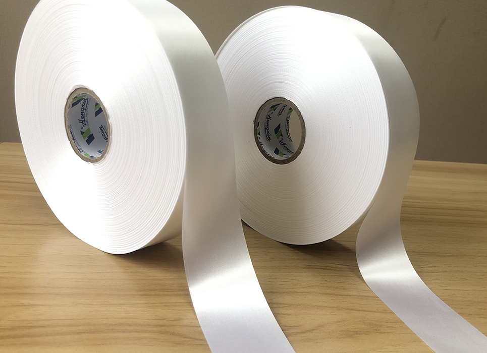 Economical single sided offwhite polyester satin PS7023