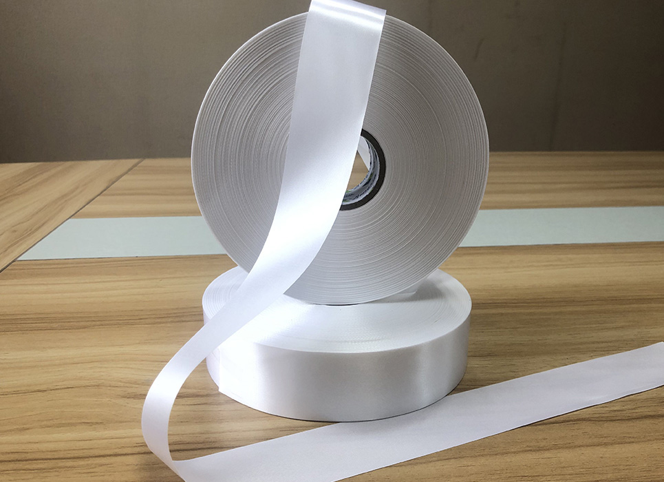 Single sided white polyester satin PS7042