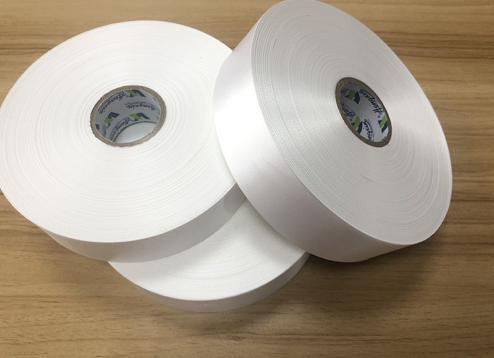 Single sided thick high density polyester satin PS7082